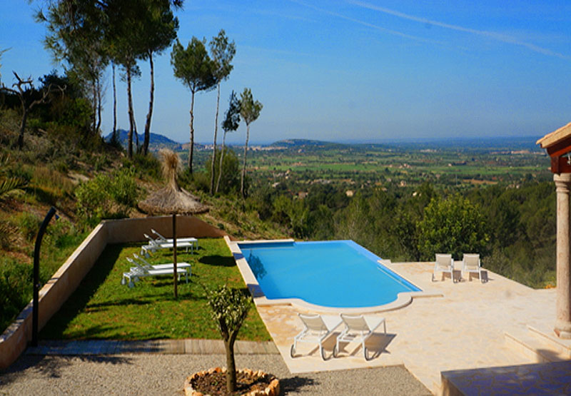 Blick auf den Pool der modernen Finca Mallorca mit Pool bei Felanitx PM 678