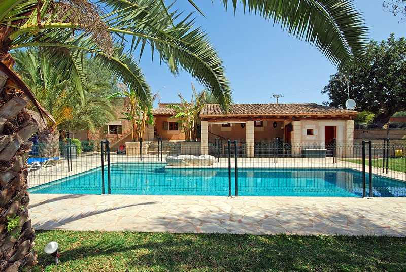 Finca Mallorca Pool Umzaunt Finca Pool Kindersicherung Steiner