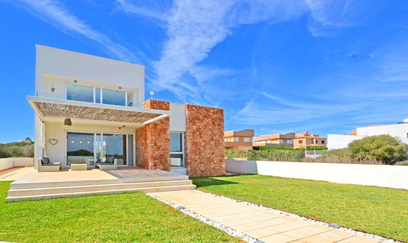 Blick auf das Ferienhaus Mallorca Strandnähe Ses Covetes PM 6960