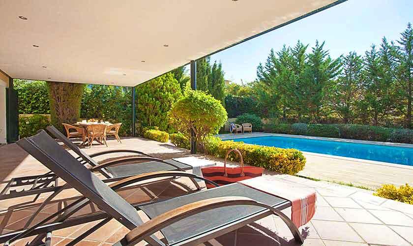 Pool und Liegen Ferienhaus Mallorca 6 Personen PM 140
