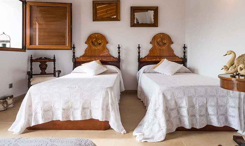 Schlafzimmer Finca Mallorca 4-5 Personen PM 145