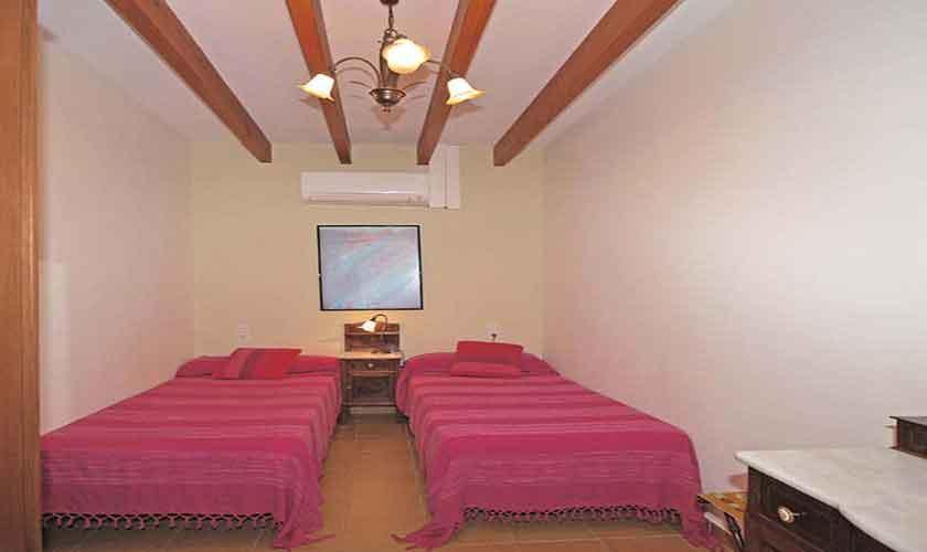 Schlafzimmer Ferienvilla Mallorca PM 3024