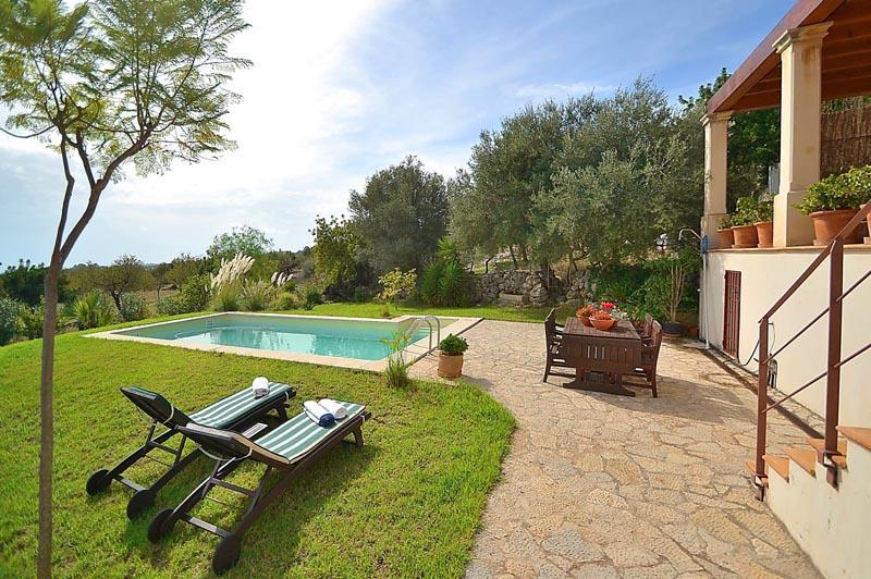 Blick auf Pool und Finca PM 3135 in Caimari auf Mallorca
