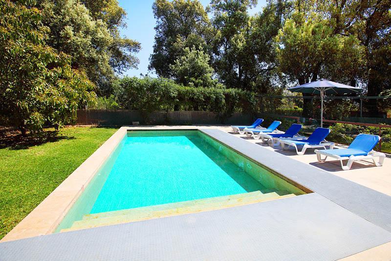 Pool der exklusiven Ferienfinca Mallorca Norden PM 3406