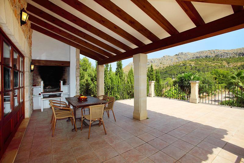 Terrasse Finca Mallorca PM 3426 mit Pool im Norden von Mallorca