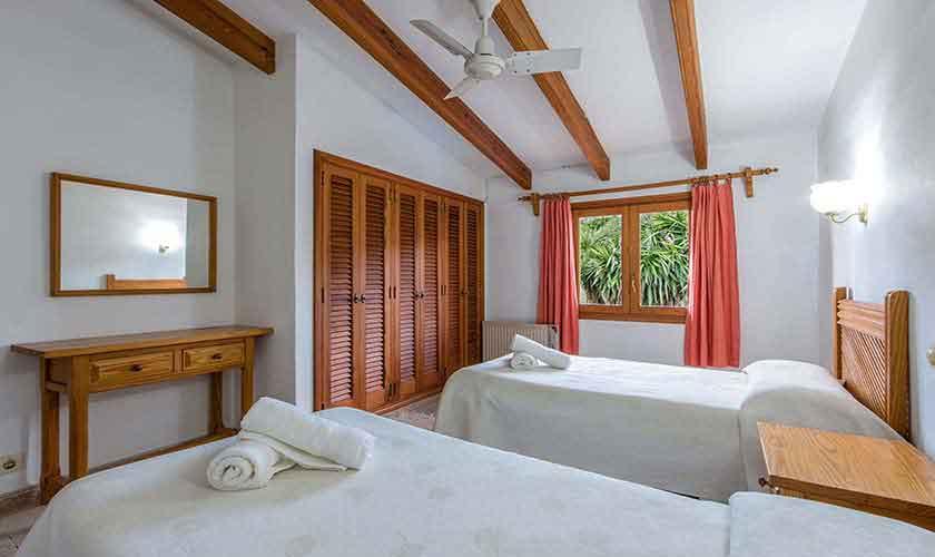 Schlafzimmer Ferienhaus Mallorca 8 Personen PM 3561