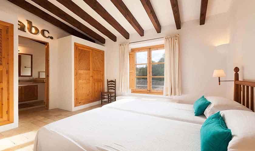 Schlafzimmer Ferienvilla Mallorca PM 3740