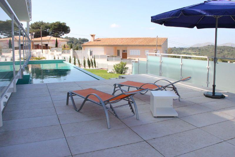 Pool der Ferienvilla Mallorca PM 3801 mit Meerblick für 8 10 Personen