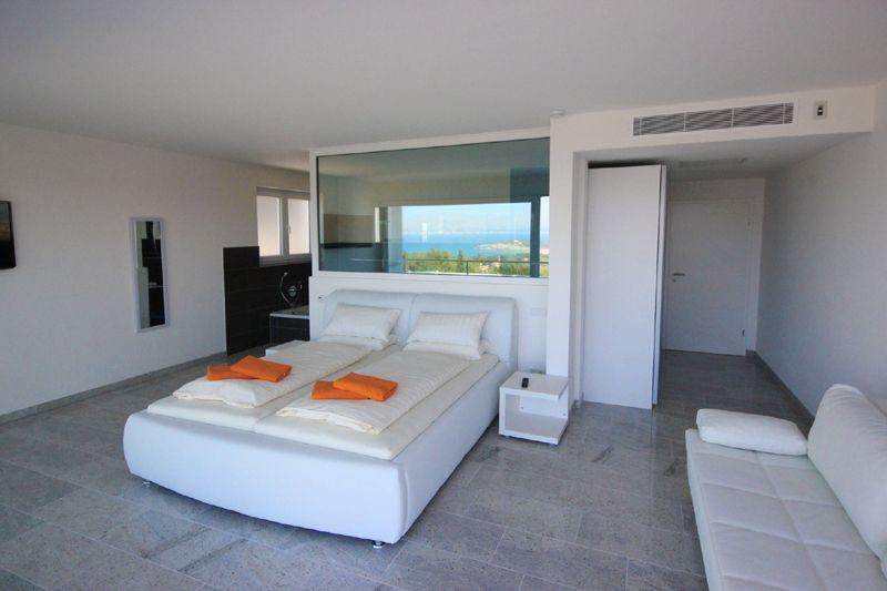 Schlafzimmer 2 von 4 Poolvilla Mallorca PM 3801 mit Meerblick für 8 10 Personen