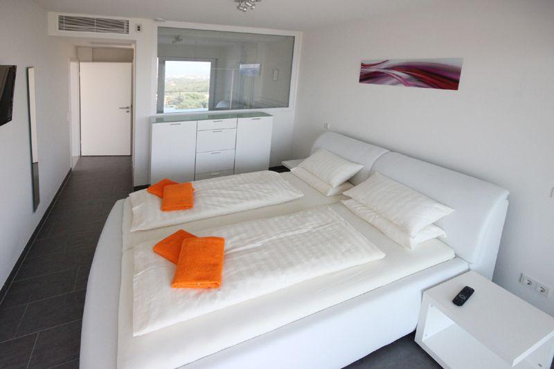 Schlafzimmer 3 von 4 Poolvilla Mallorca PM 3801 mit Meerblick für 8 10 Personen