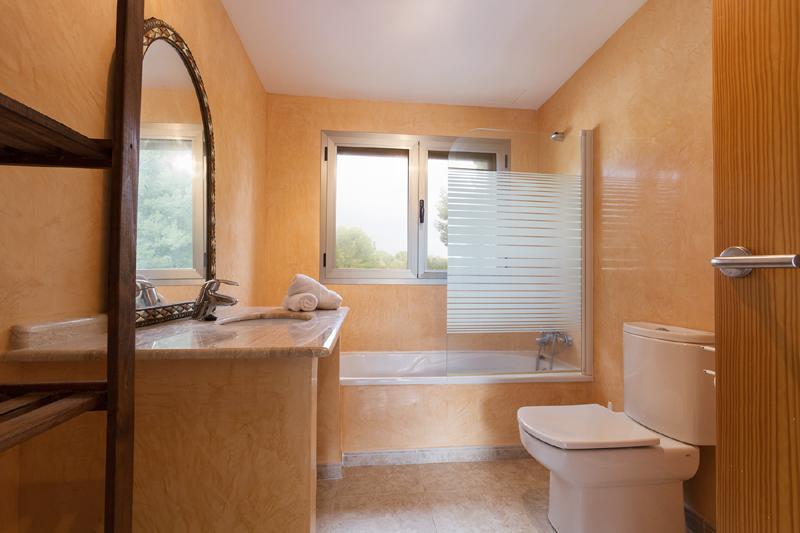 Badezimmer 2 von 2 Ferienhaus Mallorca Nordküste Strandnäehe Pool PM 3805