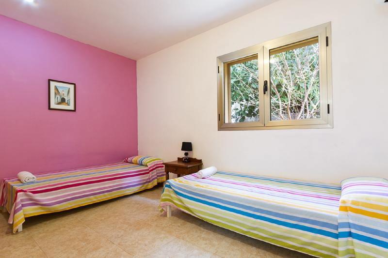 Schlafzimmer 4 von 4 Ferienhaus Mallorca Nordküste Strandnäehe Pool PM 3805