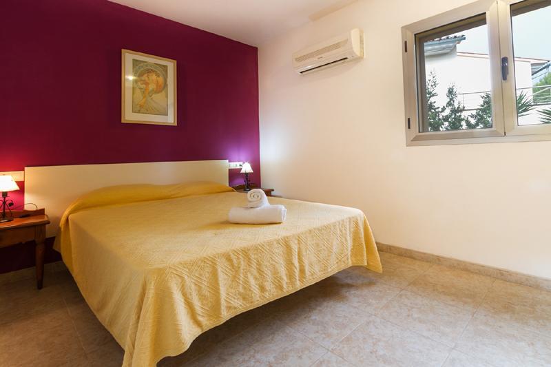 Schlafzimmer 1 von 4 Ferienhaus Mallorca Nordküste Strandnäehe Pool PM 3805