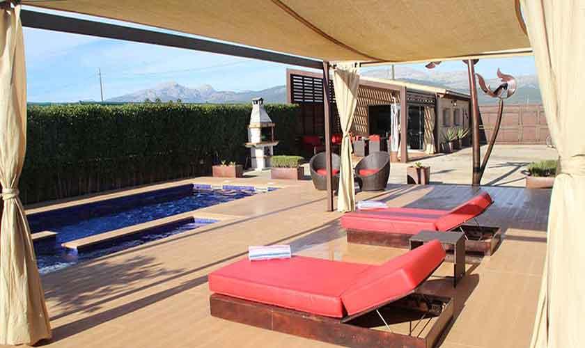 Pool und Liegen Finca Mallorca Norden PM 426
