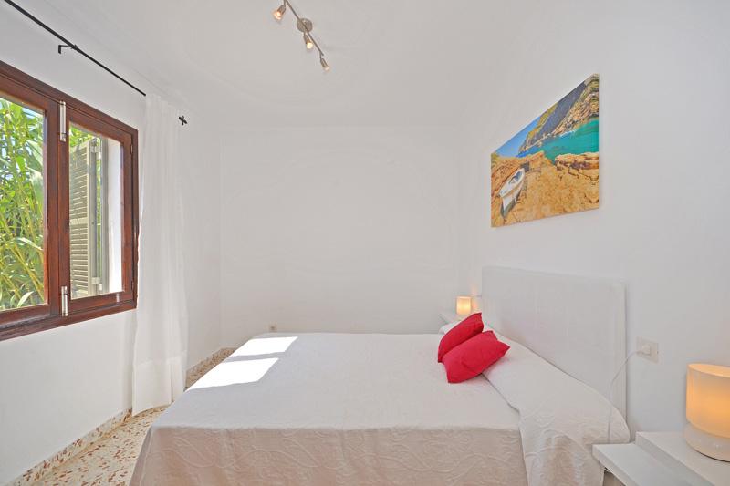 Schlafzimmer Ferienhaus Meeresnähe Mallorca PM 462