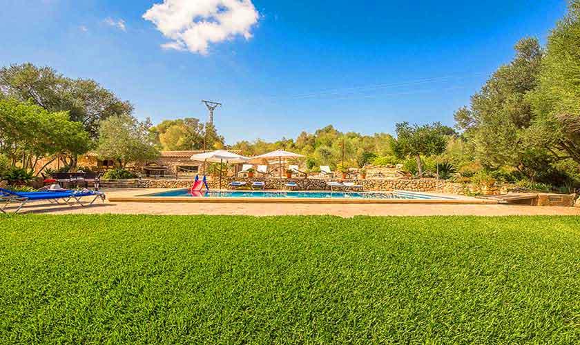 Rasen und Pool Finca Mallorca Nordosten PM 5210