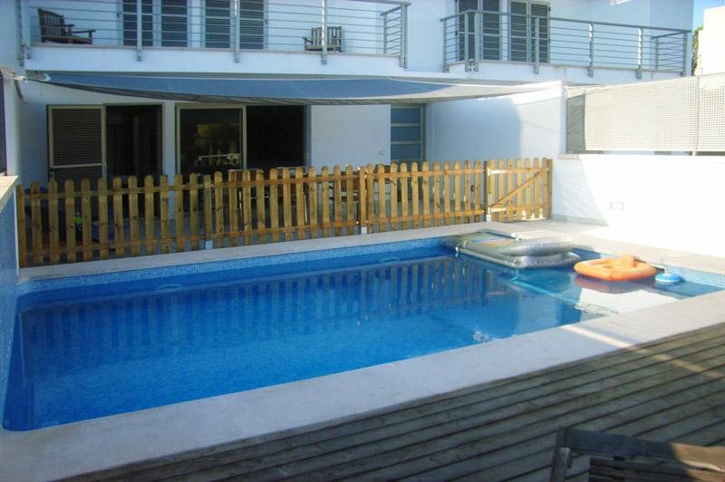 Blick auf den Pool und das Ferienhaus Cala Ratjada PM 555 für 6 Personen