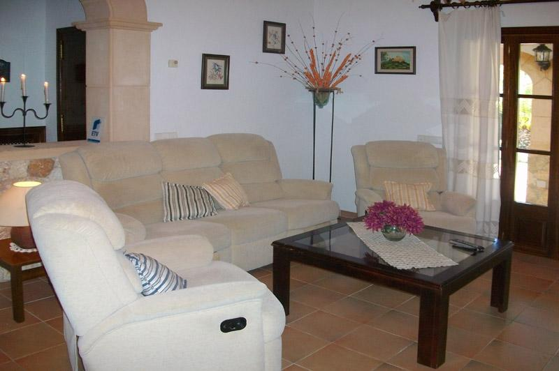 Wohnraum Finca Mallorca mit Pool PM 572 für 6 Personen