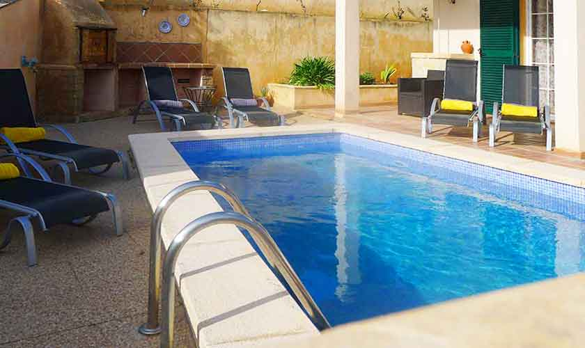 Pool und Terrasse Ferienhaus Mallorca PM 5880