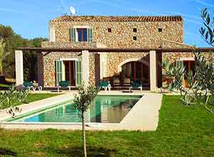 Finca mallorca nordosten mieten pool ferienhaus luxusvilla for Kapfer pool design mallorca