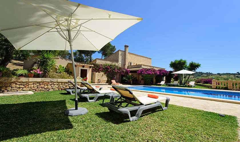 Pool und Rasen Finca Mallorca 8 Personen PM 6013