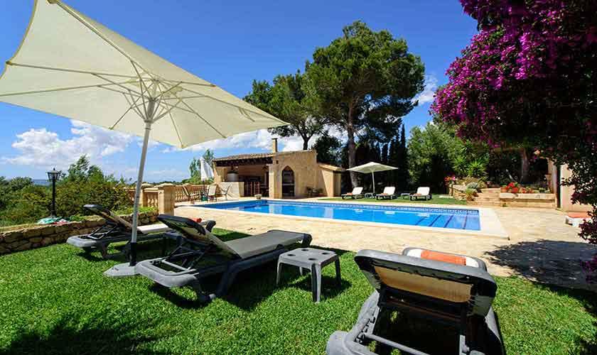 Pool und Wiese Finca Mallorca 8 Personen PM 6013