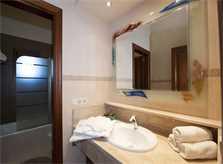 Bad 5 Finca Mallorca PM 6015 für 12 Personen
