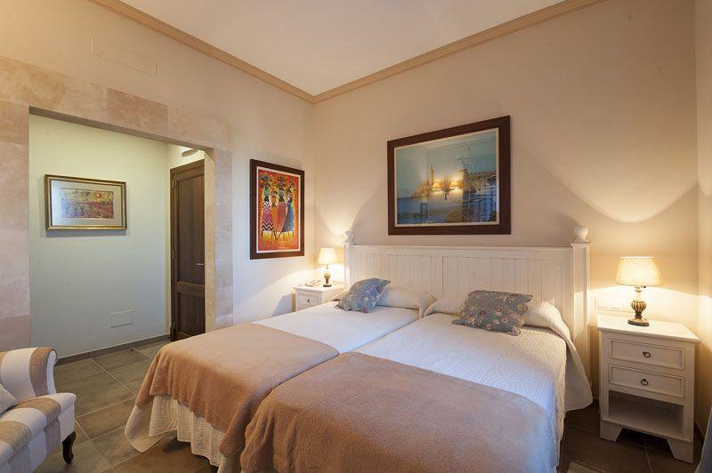 Schlafzimmer b Finca Mallorca PM 6015 für 12 Personen