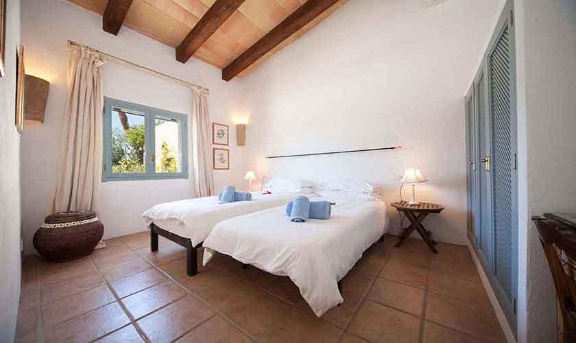 Schlafzimmer Ferienvilla Mallorca 10 Personen PM 6058