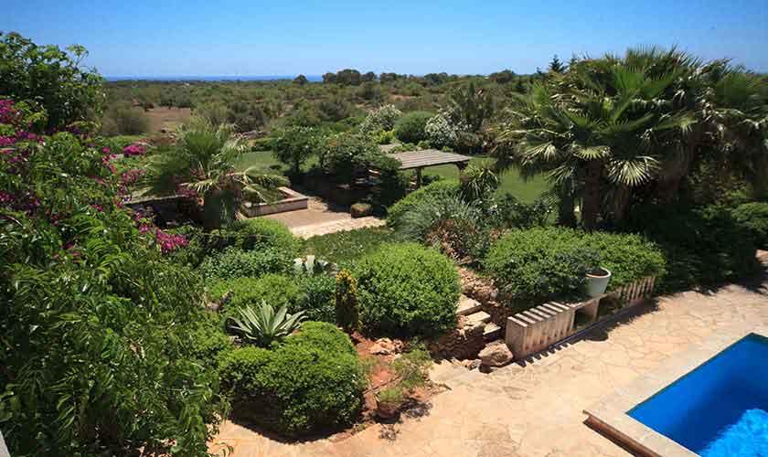 Pool und Garten Ferienvilla Mallorca 10 Personen PM 6058