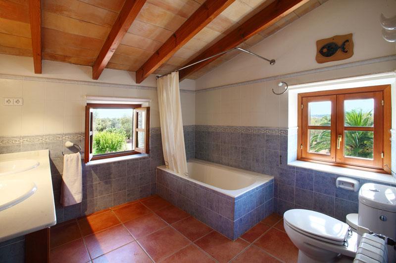 Bad 2 von 4 Bädern Finca Mallorca Südosten mit Pool PM 6074