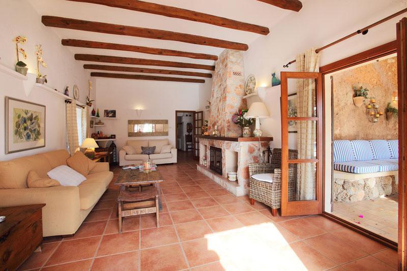 Wohnraum Ferienfinca Mallorca Südosten PM 6074 für 10 - 11 Personen