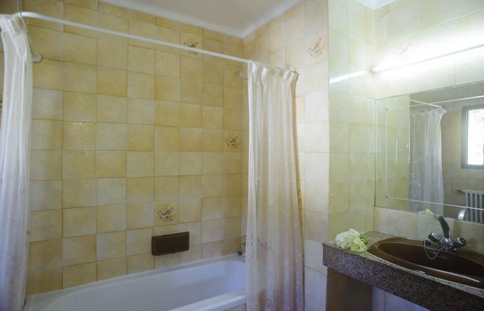 Bad 2 Ferienhaus Mallorca am Meer und mit Pool für 8 Personen PM 6576