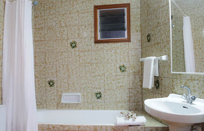 Badezimmer Ferienhaus Mallorca direkt am Meer mit Pool PM 6576