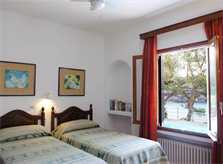 Schlafzimmer 4 Ferienhaus Mallorca direkt am Meer für 8 Personen PM 6576