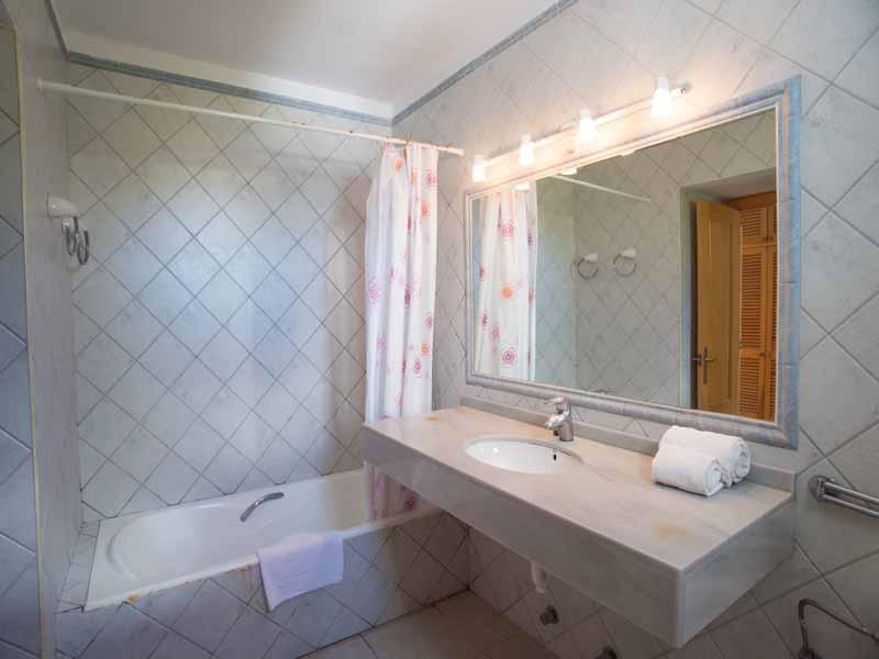 Badezimmer 2 Ferienhaus Mallorca Pool Meerblick 8 Personen PM 6581