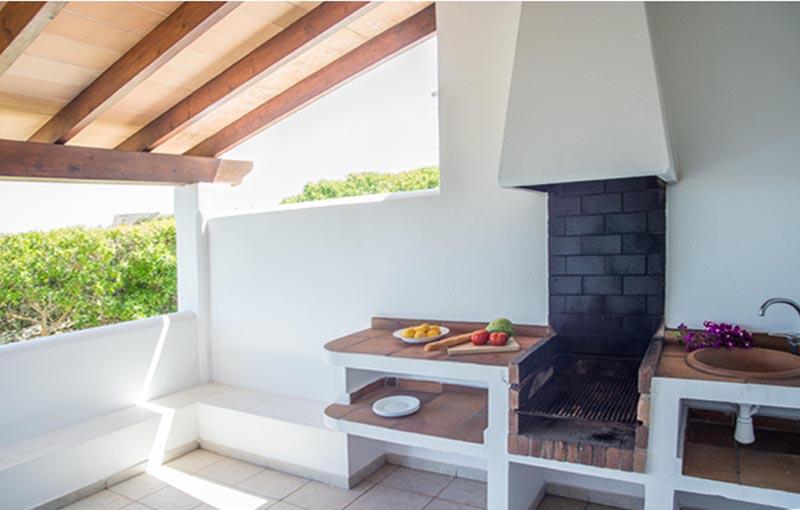 Terrasse mit Barbecue Ferienhaus am Meer Mallorca Südosten PM 6581