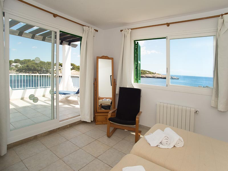 Schlafzimmer 2 Ferienhaus Mallorca Meerblick 8 Personen PM 6581