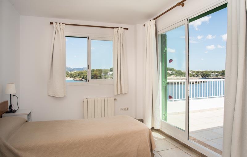 Schlafzimmer 3 Ferienhaus Mallorca Meerblick 8 Personen PM 6581