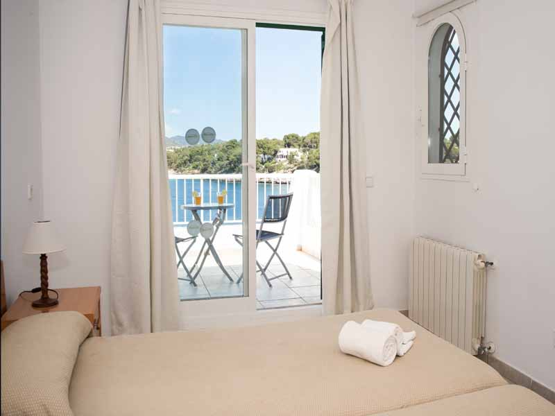 Schlafzimmer 1 Ferienhaus Mallorca Meerblick 8 Personen PM 6581