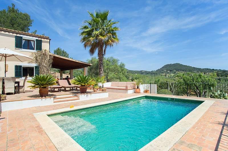Pool und Finca Mallorca PM 6583 im Südosten von Mallorca