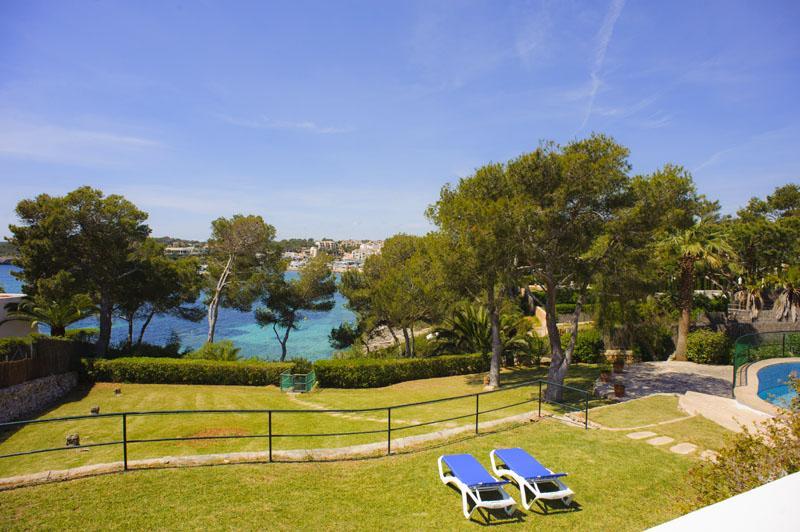 Garten der Ferienvilla Mallorca für 12 Personen PM 6584