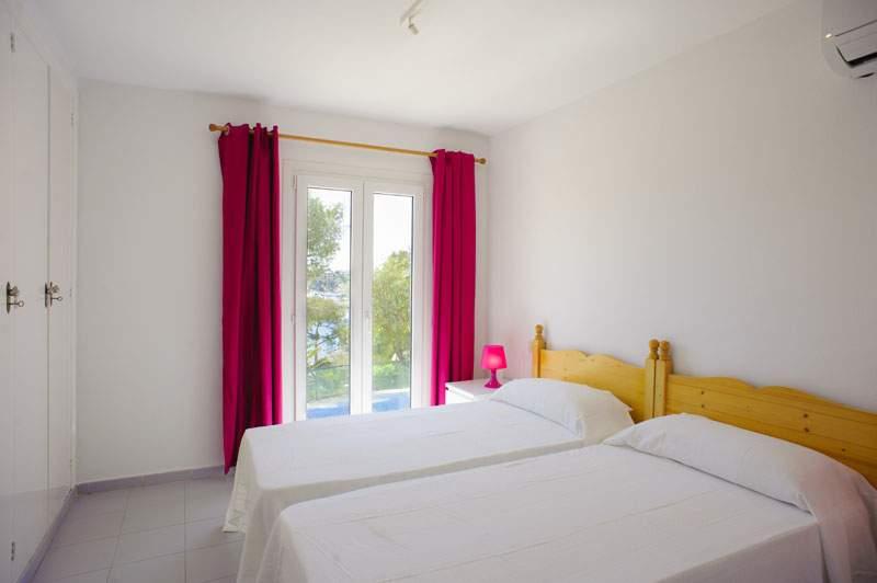 Schlafzimmer 3 Ferienvilla Mallorca für 12 Personen PM 6584