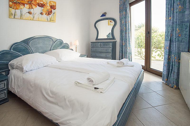 Schlafzimmer 2 Ferienhaus Mallorca Südosten für 12 Personen PM 6587
