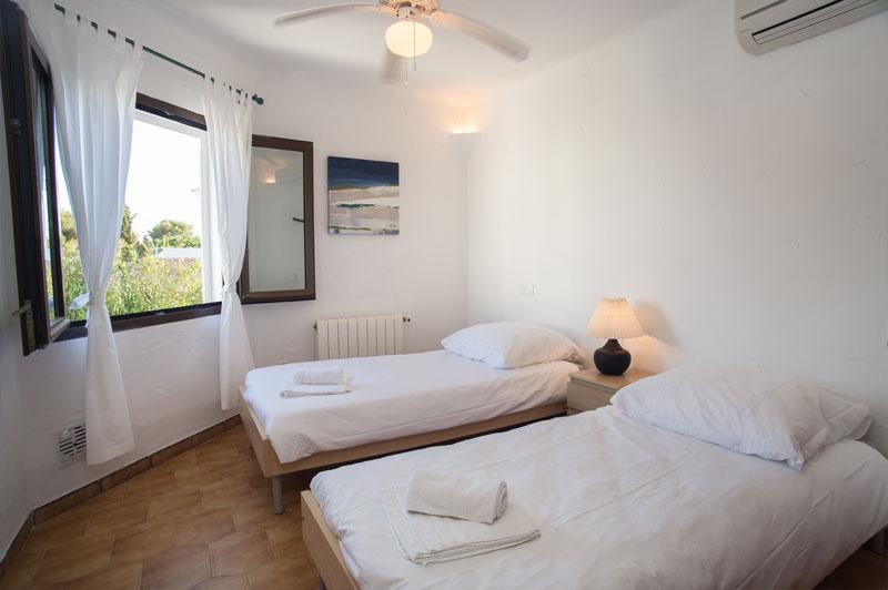 Schlafzimmer 5 Ferienhaus Mallorca Südosten für 12 Personen PM 6587