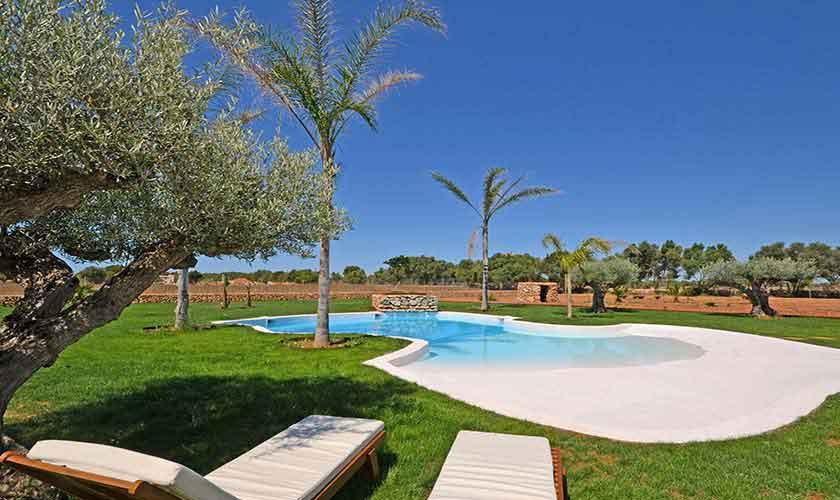 Großer Pool und Liegen Finca Mallorca Süden PM 6930