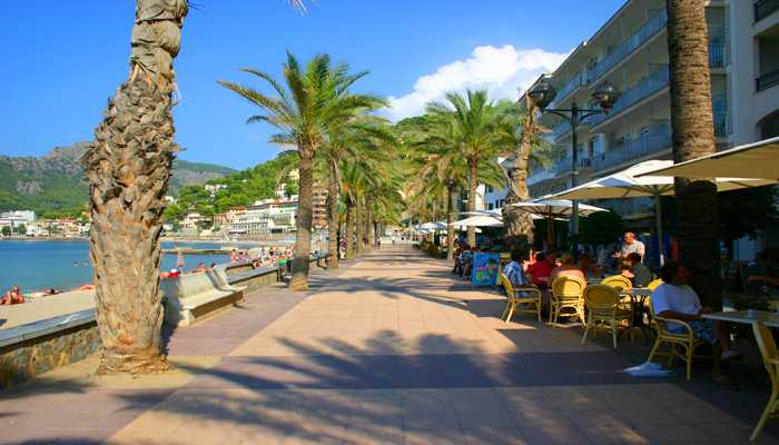 Port de Soller Promenade am Meer